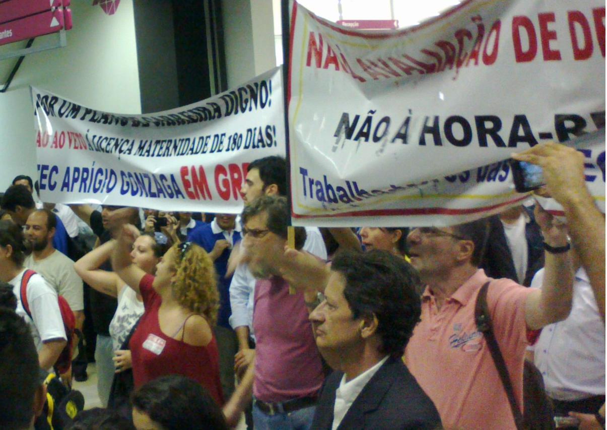 Professores do Centro Paula Souza protestam em inauguração de Etec e Fatec; Alckmin não compareceu