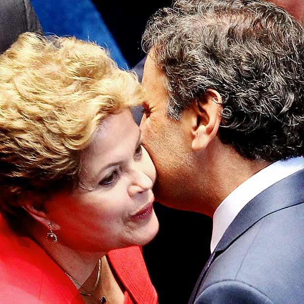 Dilma e Aécio se cumprimentam no Congresso em dezembro de 2013 (Pedro Ladeira/Folhapress)