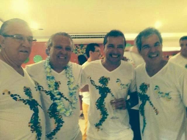 Viana (dir) no camarote do Carnaval do Rio com empresários e o deputado Moreira Mendes,  de Rondônia, Estado também atingido pela cheia (Foto: reprodução Faebook)