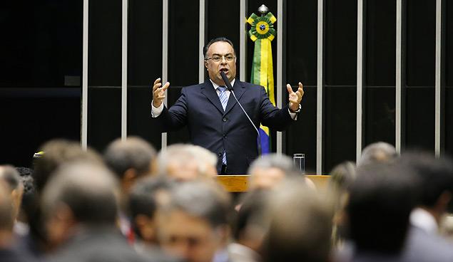André Vragas (PT-PR) discursa no plenário da Câmara (Sérgio Lima/Folhapress)