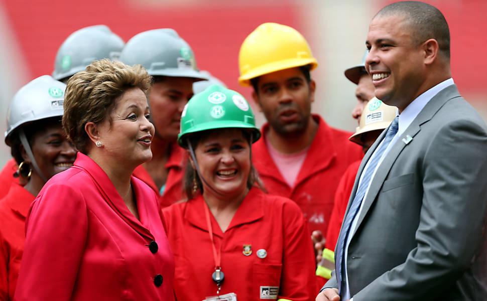Dilma e Ronaldo durante inauguração do estádio do Beira-Rio, em Porto Alegre, em fevereiro (Foto: Jefferson Bernardes - 20.fev.14/AFP)