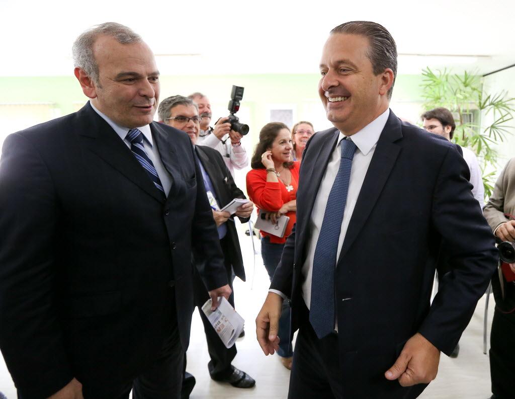 Júlio Delgado, pré-candidato do PSB ao governo de Minas, ao lado do presidenciável do partido, Eduardo Campos (Foto: Pedro Ladeira/Folhapress)