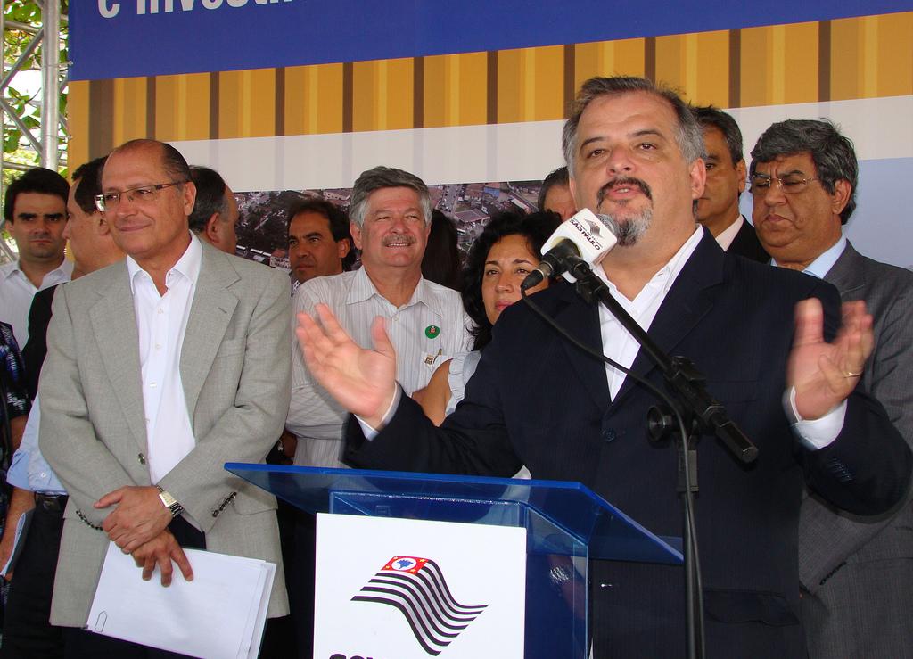 Márcio França, então secretário de Turismo de Alckmin, discursa com o governador ao fundo (Foto: Divulgação)