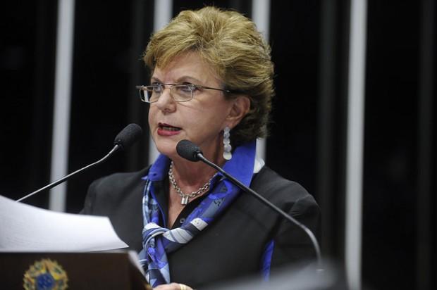 Senadora Lucia Vânia (PSDB-GO) discursa no planário, em 2014 (Moreira Mariz/Agência Senado)