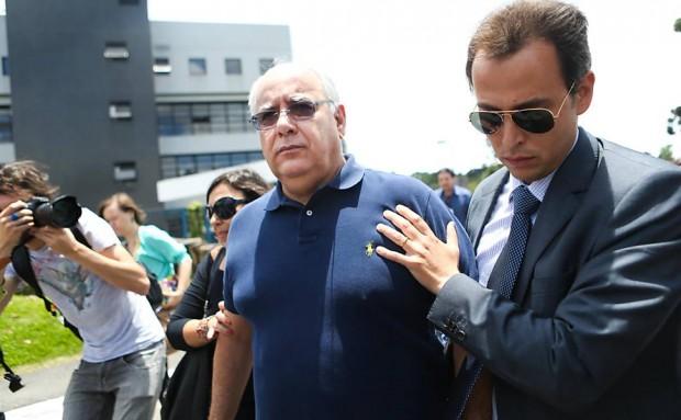Renato Duque é solto após decisão do STF, em dezembro de 2014 (Zanone Fraissat/Folhapress)