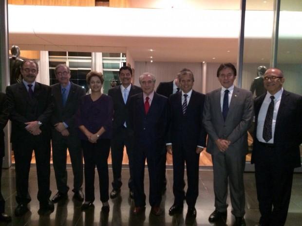 Dilma reunida com peemedebistas em jantar no Palácio da Alvorada nesta segunda-feira