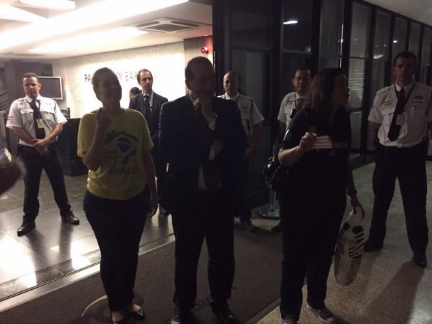 O ministro Augusto Nardes, do TCU, recebe grupo que pede a saída de Dilma (Foto: Divulgação)