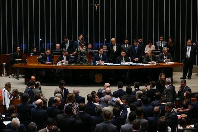 BRASILIA, DF,  BRASIL,  24-11-2016, 12h00: O presidente da câmara dep. Rodrigo Maia (DEM-RJ) encerrou a sessão e marcou a votação pra semana que vem. Não houve acordo para a votação. Votação da Lei das 10 medidas contra a corrupção no Plenário da Câmara. O relatório do dep. Onyx Lorenzoni (DEM-RS), que foi aprovado ontem na comissão, será apreciado pelo plenário, que poderá fazer emendas e alterações no texto.  (Foto: Pedro Ladeira/Folhapress, PODER)