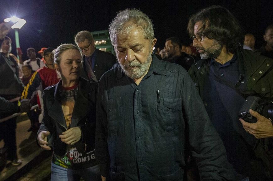 DEFESA AVALIA DESISTIR DE PEDIDO DE SOLTURA PARA EVITAR QUE STF DISCUTA ELEGIBILIDADE DE LULA